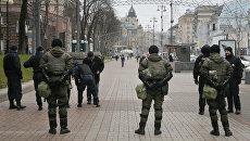 Сотрудники правоохранительных органов в центре Киева. Архивное фото