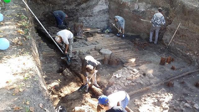 Археологи проводят раскопки на месте бывшей гостиницы Россия