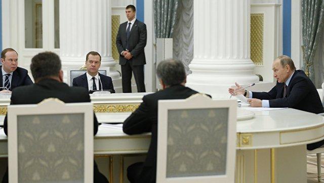 Президент РФ Владимир Путин во время заседания Совета при президенте РФ по стратегическому развитию и приоритетным проектам. 25 ноября 2016
