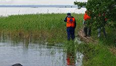 Сотрудники МЧС России во время поисково-спасательных работ на озере Сямозеро в Карелии. Архивное фото