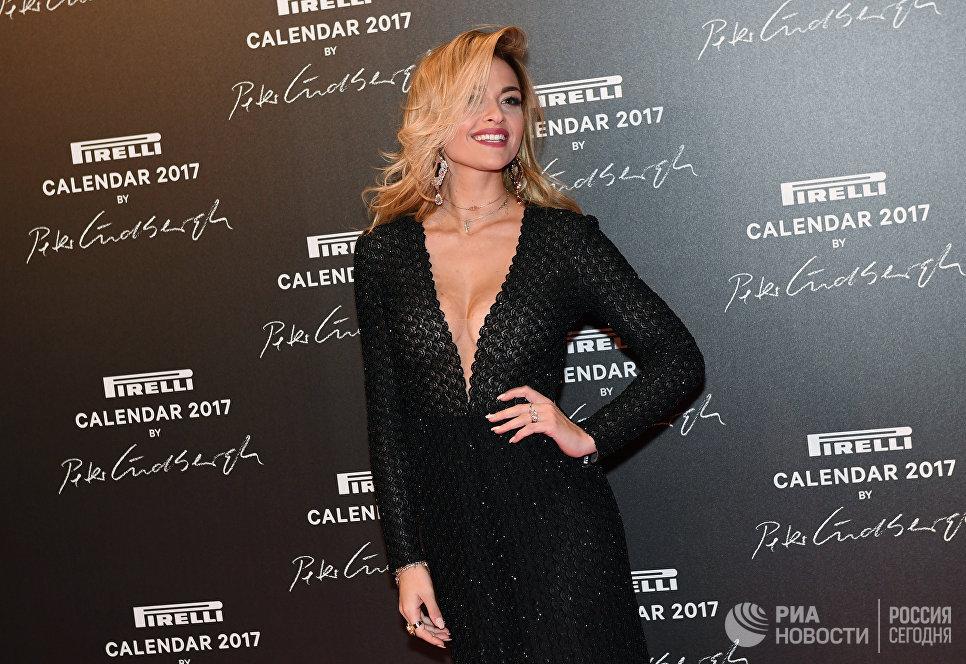 Блогер Джулия Гаудино на презентации календаря Pirelli 2017