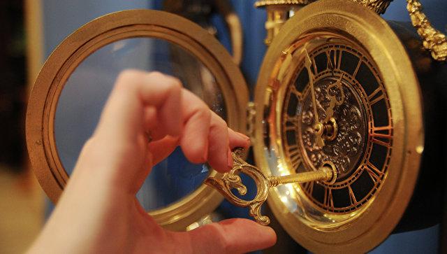 Вопрос опереводе часов хотят вынести нареферендум 0+