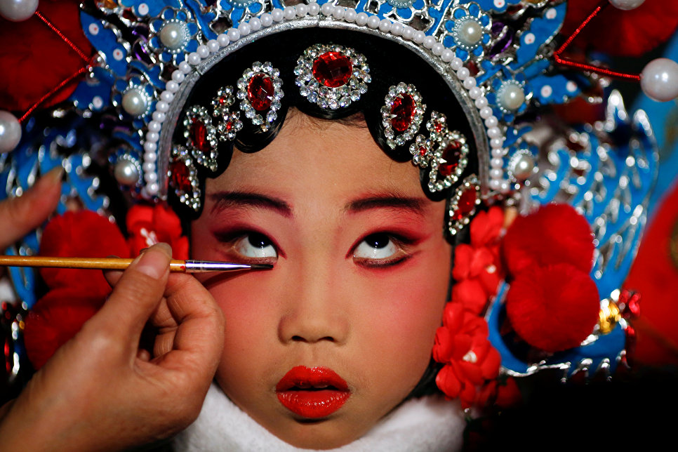 Traditional chinese makeup for women