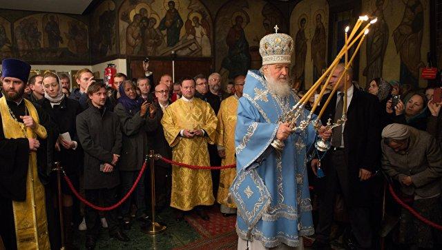 Патриарх Кирилл возглавил богослужение в монастыре 3-х святителей встолице франции