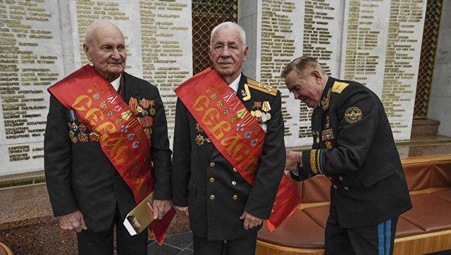 Ветераны боевых действий перед началом 11-го традиционного Бала Победителей, посвященного 75-й годовщине Битвы за Москву, в Центральном музее Великой Отечественной войны на Поклонной горе в Москве