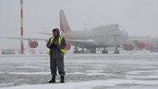 Снегопад в аэропорту. Архивное фото