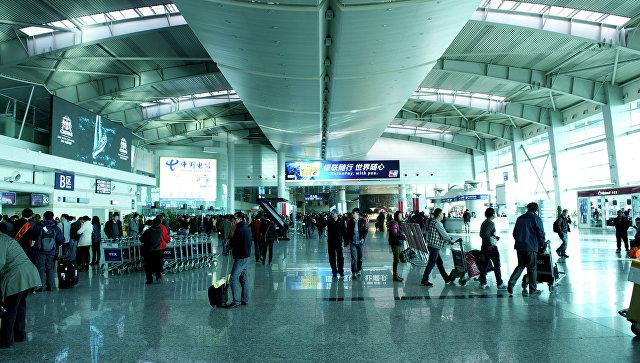 Ваэропорту Чэнду из-за тумана застряли неменее 10 тыс. пассажиров