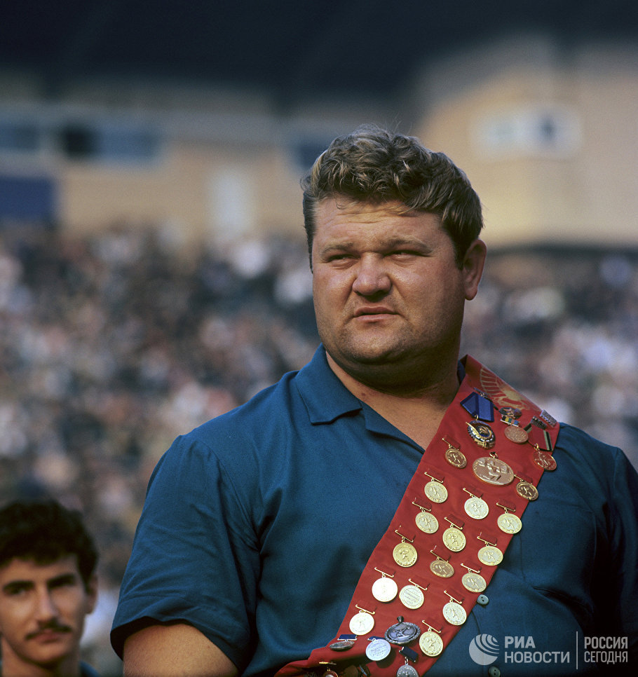 Олимпийский чемпион по тяжелой атлетике Леонид Жаботинский