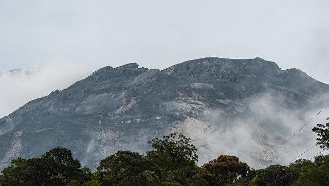 Священная гора Кинабалу в Малайзии. Архивное фото