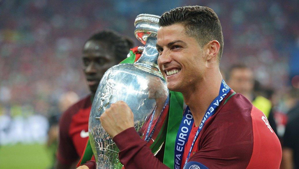 Картинки по запросу роналду выиграл Чемпионат Европы