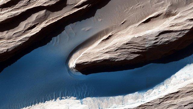 Поверхность на Марсе. Архивное фото