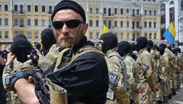 Новобранцы батальона Азов во время церемонии принятия присяги. Архивное фото