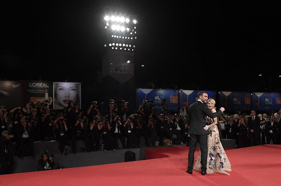 Австралийская актриса Наоми Уоттс и американский актер Лив Шрайбер в Венеции. Сентябрь 2016 года