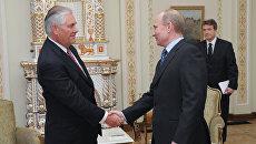 Владимир Путин во время встречи с Рексом Тиллерсоном. Архивное фото