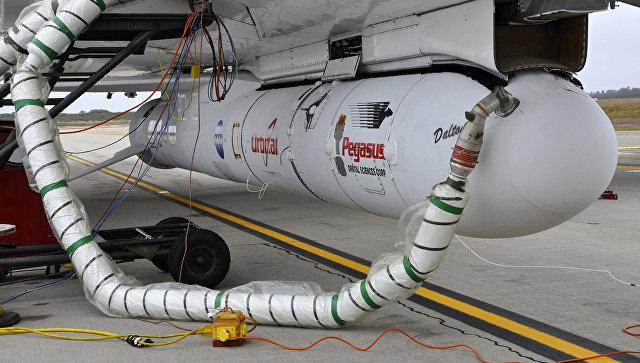 Ракета Pegasus XL под фюзеляжем самолета-носителя L-1011 Stargazer