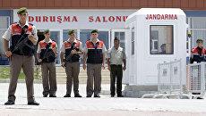 Военная охрана у тюрьмы недалеко от Стамбула. Архивное фото