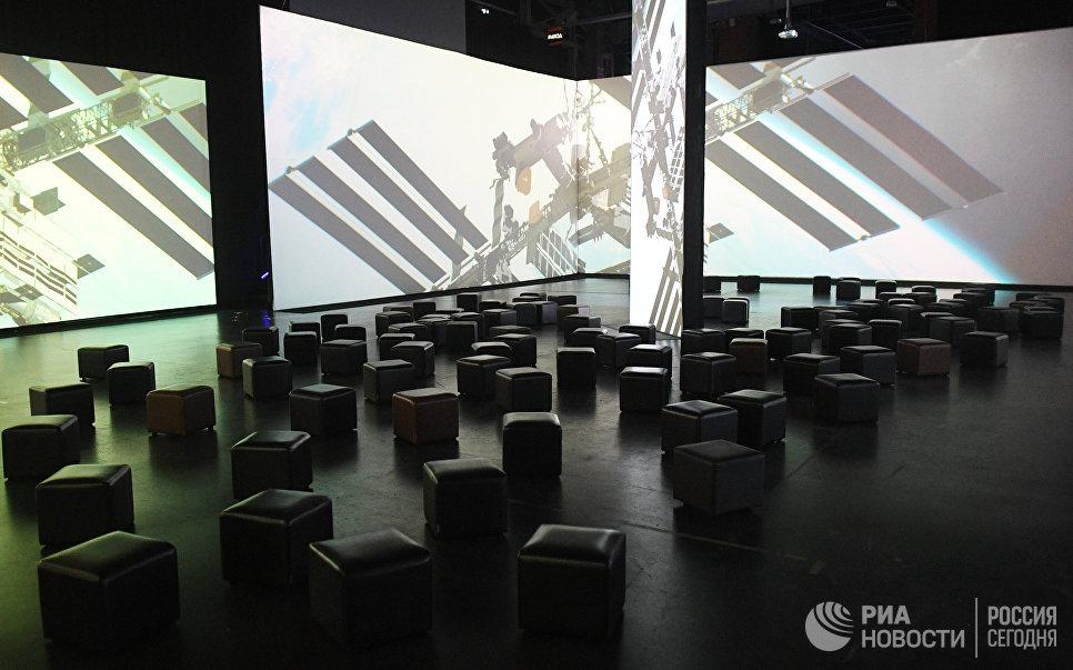 Мультимедийная выставка Космос. Love открылась в московском центре дизайна ARTPLAY