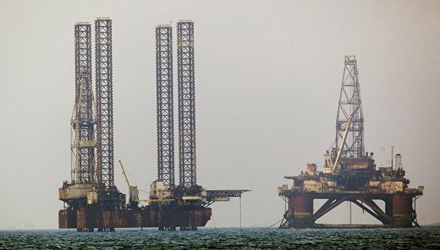 Нефтяные платформы в Каспийском море