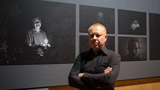 Специальный фотокорреспондент МИА Россия сегодня Валерий Мельников, одержавший победу на международном конкурсе Bourse du Talent в категории Портрет за серию фотографий Под землей (Underground), на открытии выставки победителей в Национальной библиотеке Франции Франсуа Миттерана в Париже
