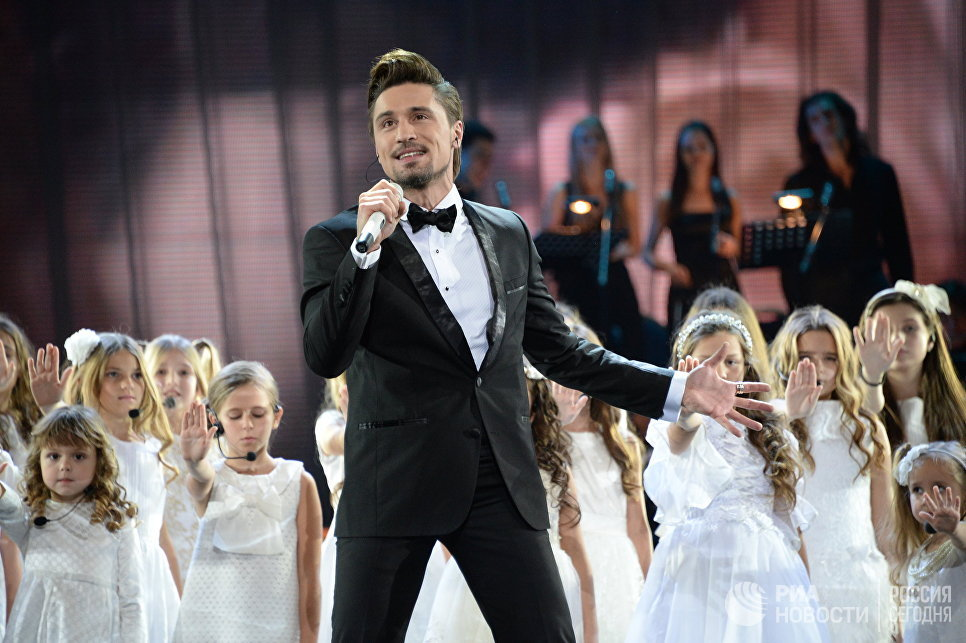 Певец Дима Билан выступает на первой Российской национальной музыкальной премии в Крокус Сити Холле в Москве