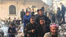 Жители восточного Алеппо в очереди за гуманитарной помощью после освобождения от террористов. Архивное фото