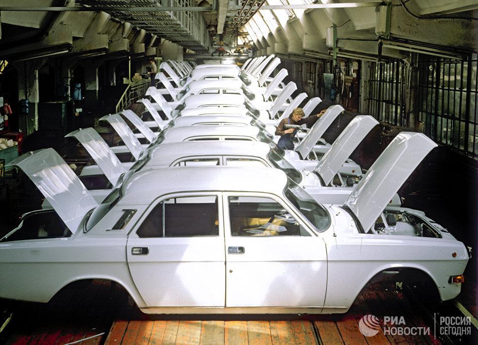 Завершающий этап сборки на Горьковском автомобильном заводе
