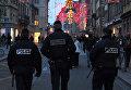 Сотрудники полиции патрулируют улицы Страсбурга, Франция