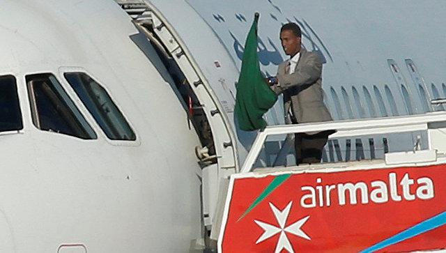 Один из захватчиков самолета ливийской авиакомпании Afriqiyah Airways в аэропорту Мальты