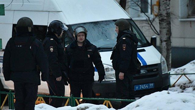 Назападе столицы СОБР штурмует квартиру стрелка, ранившего несколько человек