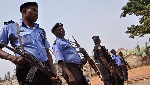 СМИ: в Нигерии террористы похитили более 110 школьниц