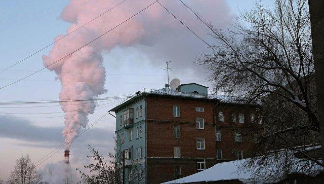 Дымящаяся труба ТЭЦ. Архивное фото