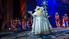 Дед Мороз во время новогоднего представления в Государственном Кремлевском дворце в Москве