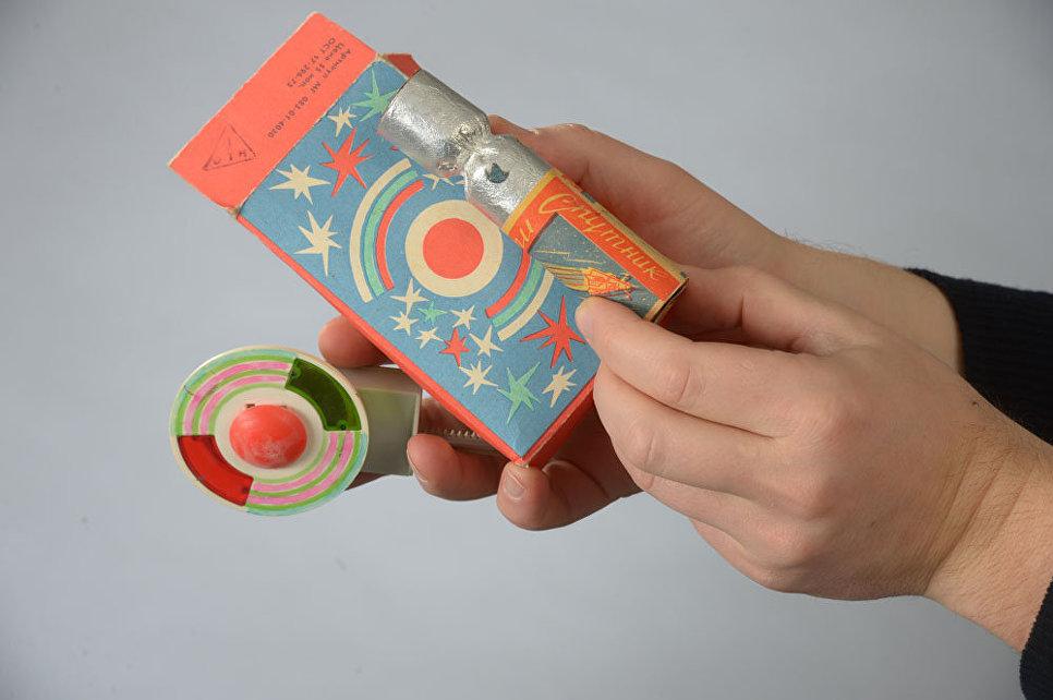 Праздничная упаковка из коллекции Московского Музея Дизайна.
