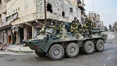 Российские военнослужащие во время работ по разминированию восточных районов Алеппо. Архивное фото
