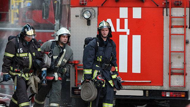 Жаркий праздник: вцентре Санкт-Петербурга бушует крупный пожар