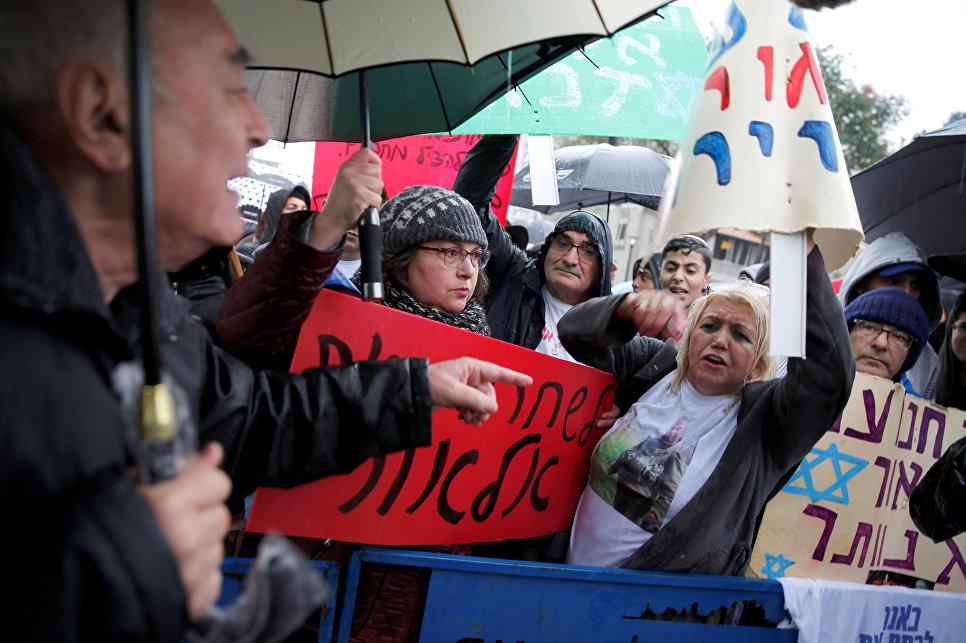 Нетаньяху призвал помиловать застрелившего раненого палестинца бойца