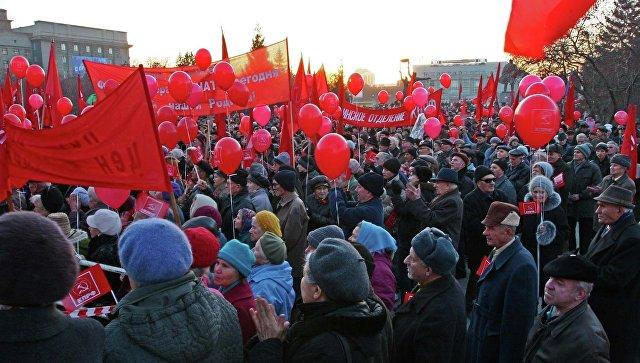 Празднование 7 ноября в Новосибирске. Архивное фото