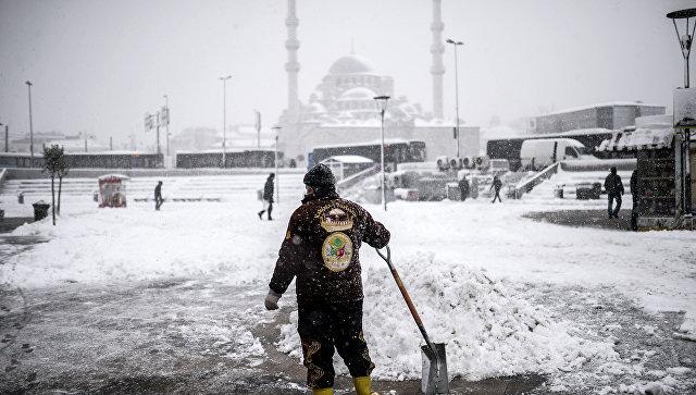 Неменее 200 человек несмогли вылететь изСтамбула вКазахстан