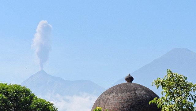 Вулкан Фуэго извергся 2-ой раз всамом начале года