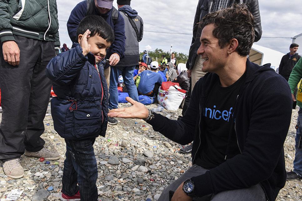 Британский актер и посол доброй воли ЮНИСЕФ Орландо Блум в лагере беженцев в Гевгелии, Македония