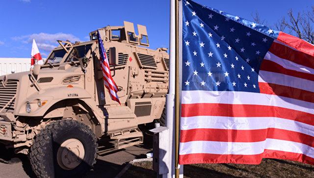 Военная техника и флаг США. Архивное фото
