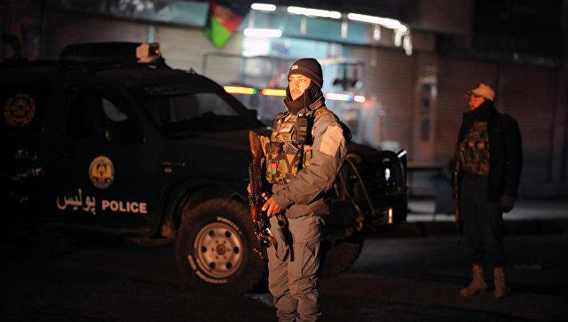 В Афганистане при взрыве автомобилей погибли более 40 военных, сообщили СМИ