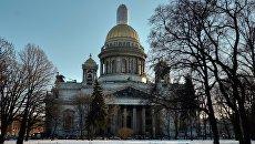Вид на Исаакиевский собор с Сенатской площади в Санкт-Петербурге. Архивное фото