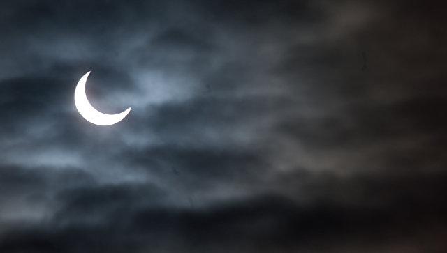 Частное солнечное затмение. Архивное фото