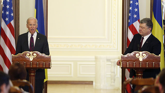 Президент Украины Петр Порошенко и вице-президент США Джо Байден. Архивное фото