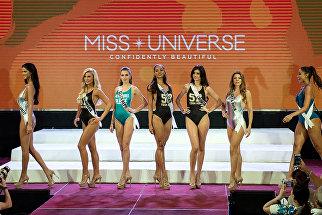 Участницы Мисс Вселенная во время дефиле в купальниках, Филиппины. 17 января 2017