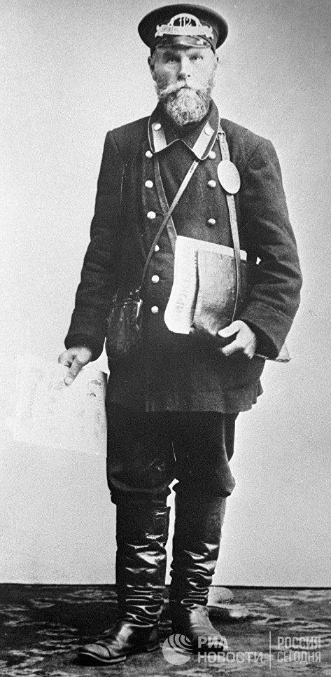 Газетчик-продавец Биржевых ведомостей. Москва, 1913