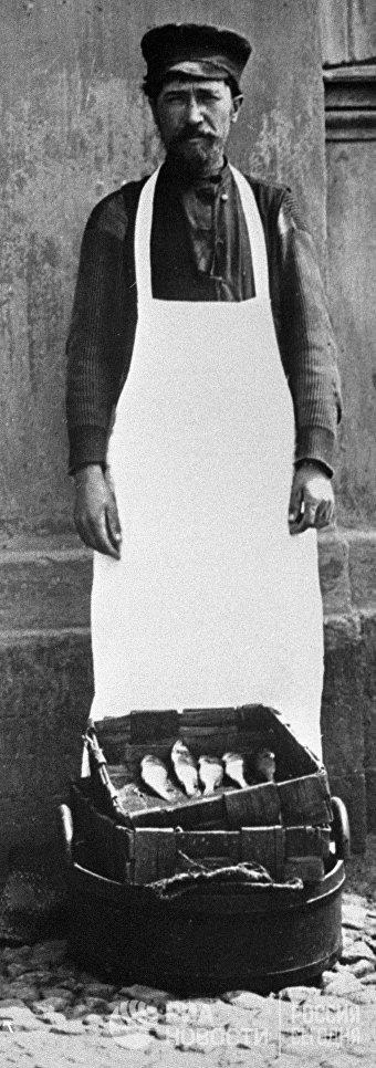 Московский торговец рыбой. 1913 год