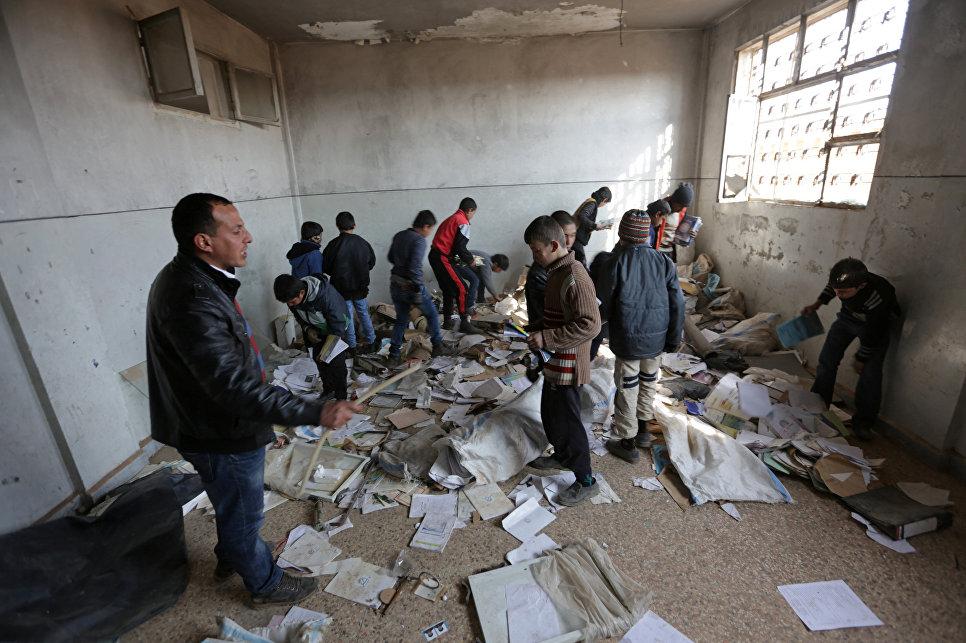 Сирийские дети вернулись в школу в освобожденном городе Аль-Раи на севере Алеппо