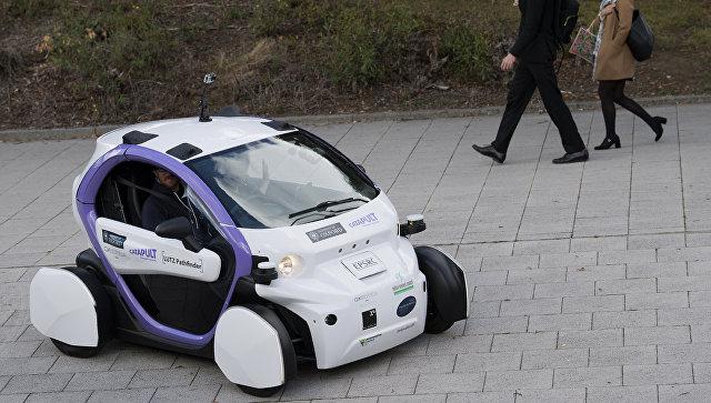 Беспилотный автомобиль на улице города Милтон-Кейнс, Великобритания